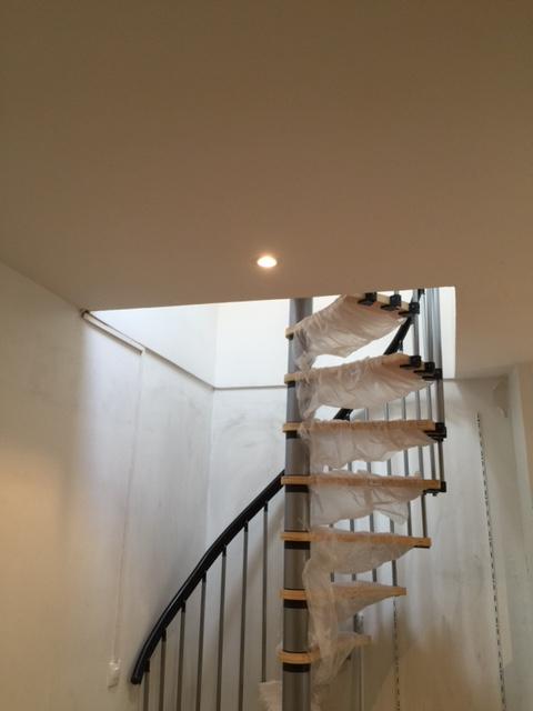 Am nagement de combles dans un studio paris 75013 de 28 m2 for Comescalier pour combles