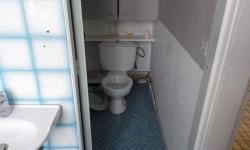 photo wc et lavabo avant travaux saint germain.jpg